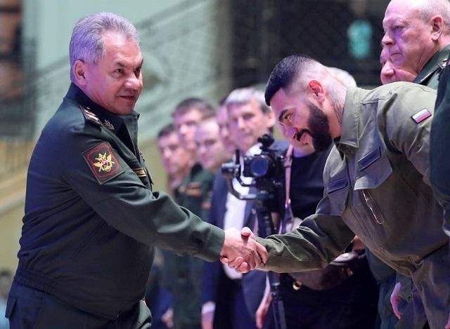 Армия России и Black Star представили совместную коллекцию одежды Всячина