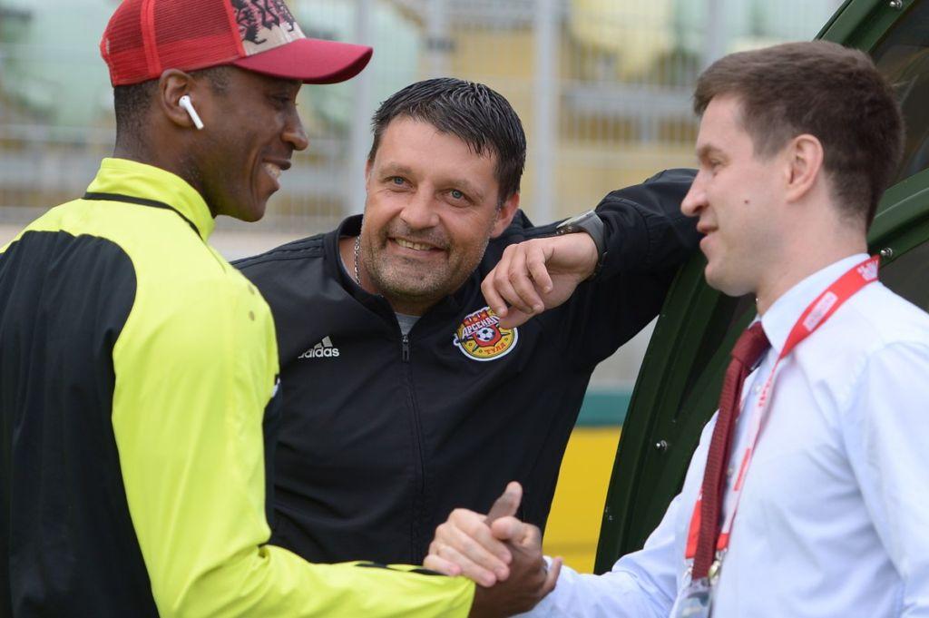 Молодые тренеры и футболисты, новые стадионы и другие впечатления от чемпионата России Спорт