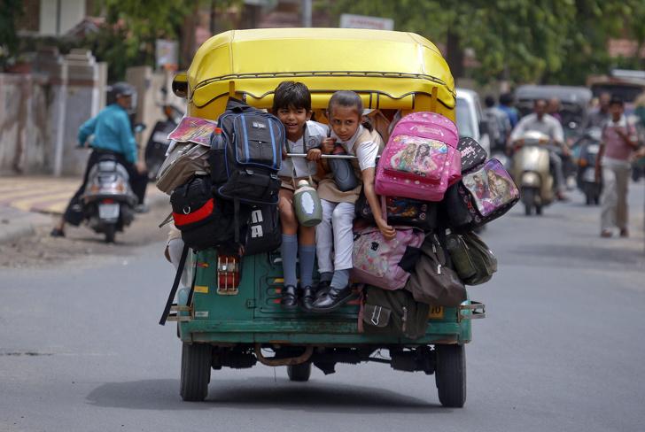 14 рискованных и пугающих дорог, по которым добираются в школу дети со всего мира туризм и отдых