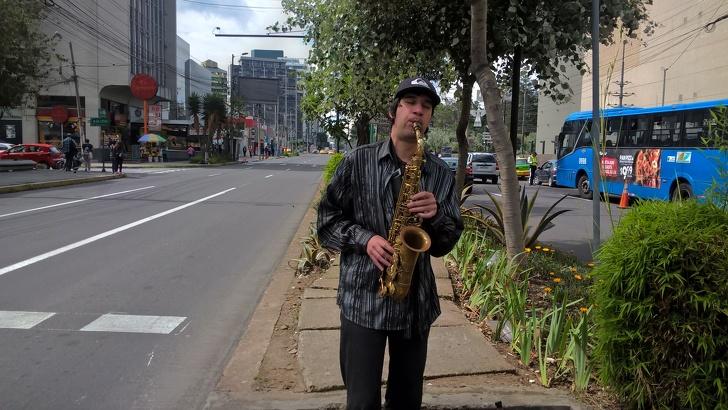 Саксофонист, который 6 лет живет в Эквадоре, рассказал о своей работе и местной жизни Интересное