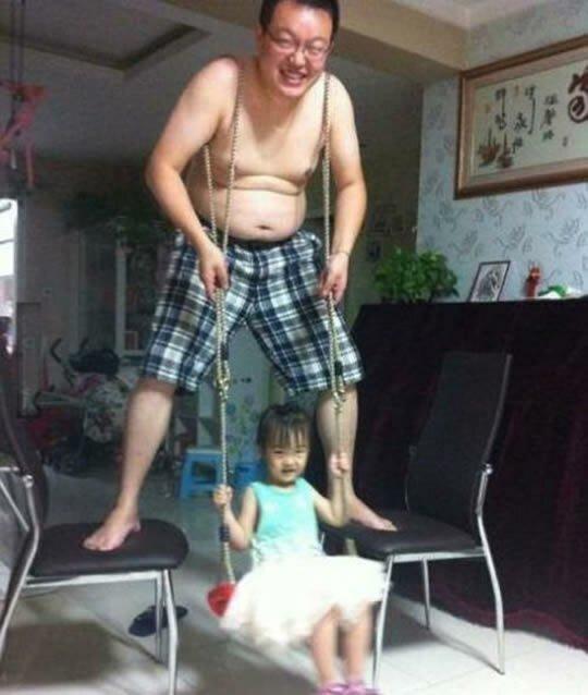10 фотографий отцов, которые легко справляются с воспитанием детей   Интересное