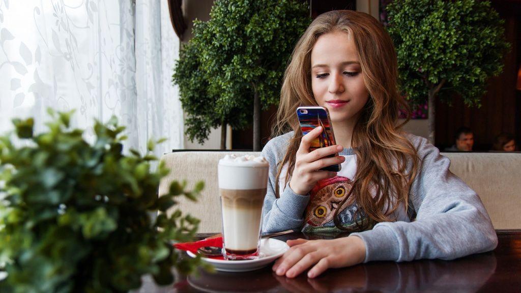 Смартфоны вредны для глаз: правда или миф? вред,глаза,зрение,миф,смартфоны