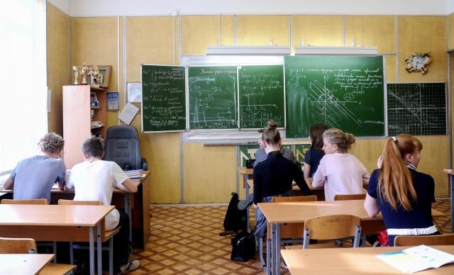 «Логика» властей: учителя получают ниже МРОТ — увеличим число студентов власть,ВУЗы,образование,общество,россияне,социалка,школа