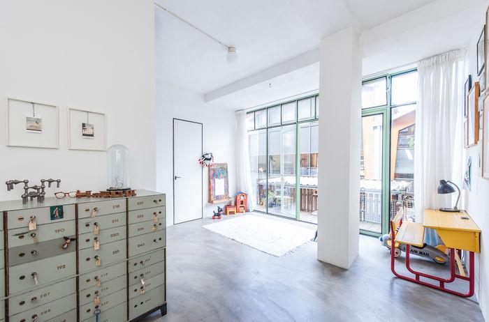 Гараж, преобразованный в жесткий лофт для молодой семьи гараж,индустриальный стиль,интерьер и дизайн,лофт