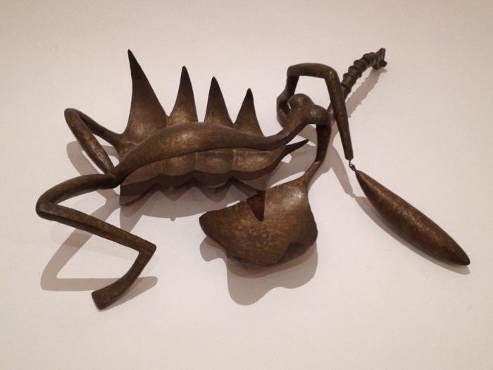 Почему автор знаменитого «Шагающего человека» отрёкся от сюрреализма, и чем покоряли зрителей его скульптуры-«палочки»
