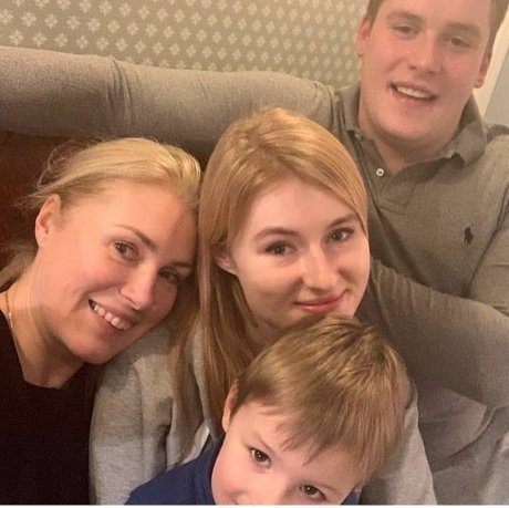 Мария Шукшина выживает из квартиры собственного сына
