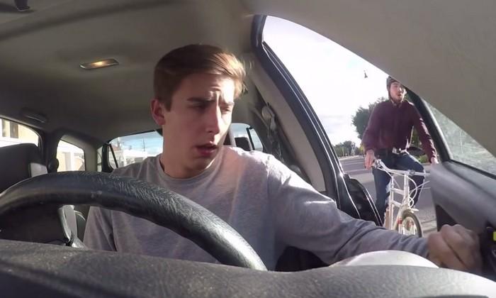 Почему нужно открывать дверь автомобиля правой рукой и причём тут Голландия авто и мото,автоновости,автосоветы