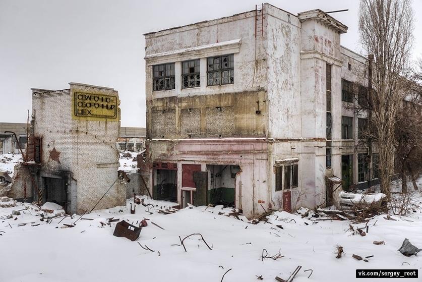 Руины да пыль: как выглядит завод, который выпускал танки Т-34 Завод,руины,Т-34,танки