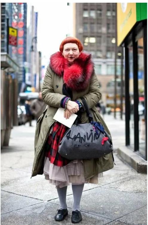 Как выглядит сотрудница журнала Vogue, которая критикует звезд за отсутствие вкуса из жизни,Истории из жизни,приколы